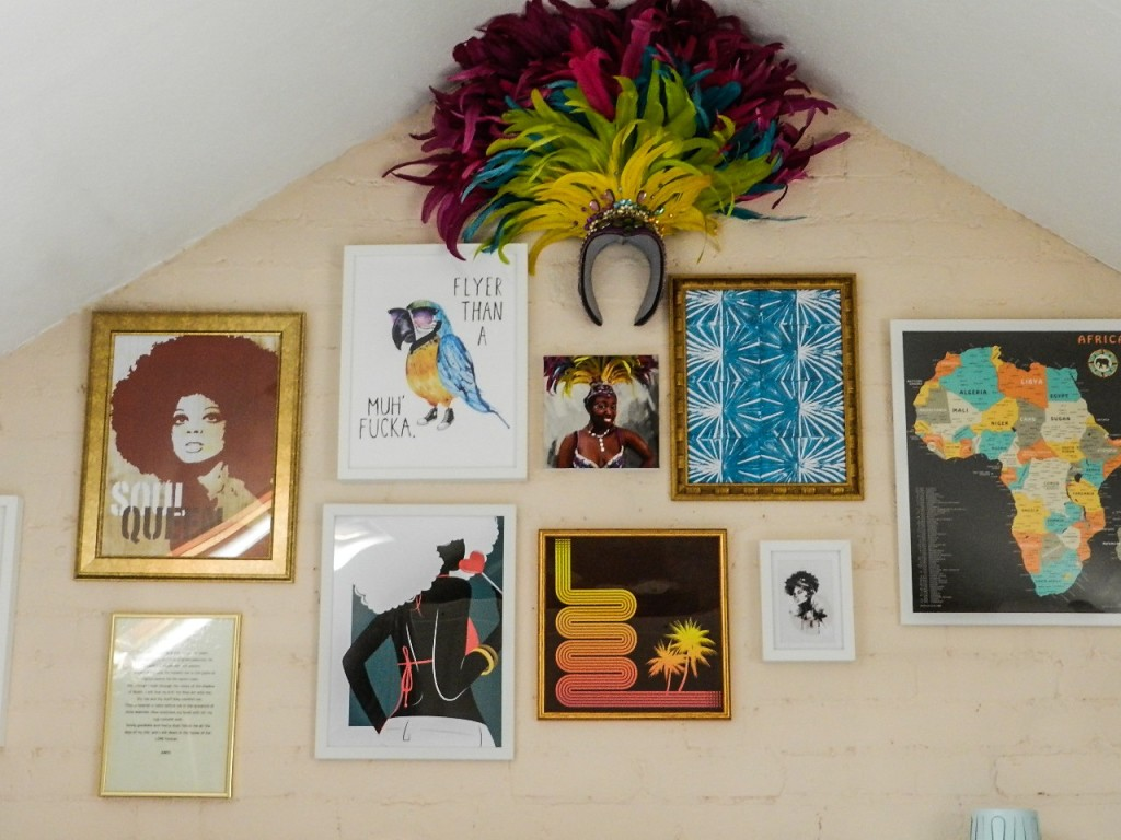 a gallery wall using posterlounge prints